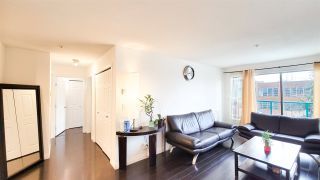 """Photo 4: PH5 223 MOUNTAIN HIGHWAY Highway in North Vancouver: Lynnmour Condo for sale in """"Mountain View Village"""" : MLS®# R2560241"""