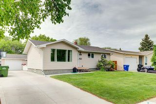 Photo 1: 118 Waterloo Crescent in Saskatoon: East College Park Residential for sale : MLS®# SK859192
