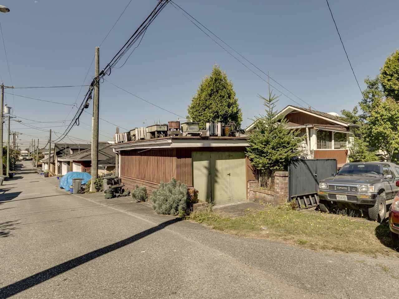 """Photo 8: Photos: 2796 E 4TH Avenue in Vancouver: Renfrew VE House for sale in """"Renfrew Heights"""" (Vancouver East)  : MLS®# R2496647"""