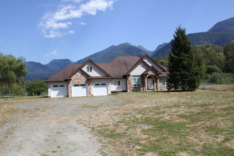 Main Photo: 25330 TRANS CANADA Highway in Yale: Yale - Dogwood Valley House for sale (Hope)  : MLS®# R2487134