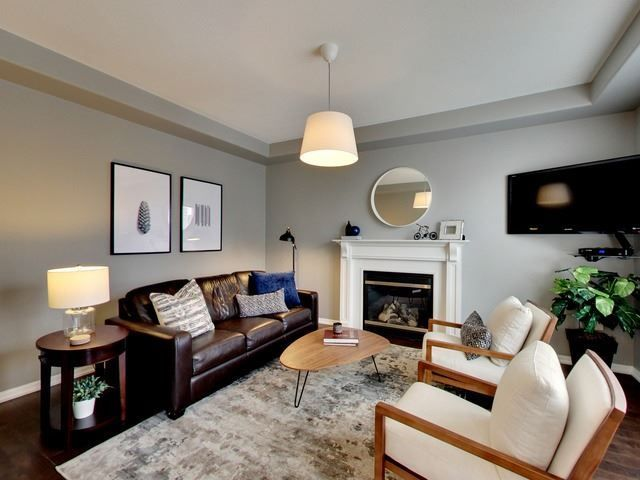 Photo 3: Photos: 10 Stephensbrook Circle in Whitchurch-Stouffville: Stouffville House (2-Storey) for sale : MLS®# N4160191
