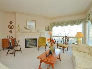 Photo 9: 11 4300 Stoneywood Lane in VICTORIA: SE Broadmead Row/Townhouse for sale (Saanich East)  : MLS®# 748264