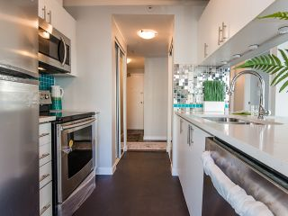 Photo 3: 602 438 SEYMOUR Street in Vancouver: Downtown VW Condo for sale (Vancouver West)  : MLS®# R2092388