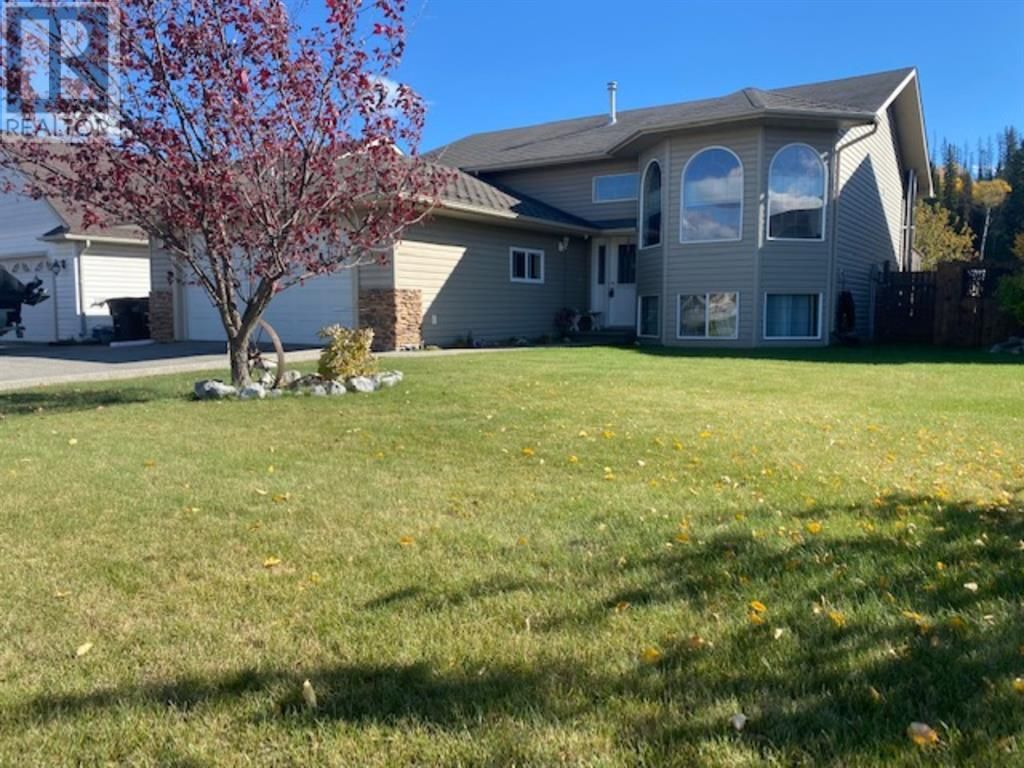 WELCOME TO 118 CRESCENT IN HINTON, ALBERTA!