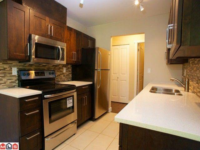 Main Photo: 105 10438 148 Street in Surrey: Condo for sale : MLS®# F1218567