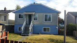 Photo 2: 2549 E 16TH Avenue in Vancouver: Renfrew Heights House for sale (Vancouver East)  : MLS®# R2168584