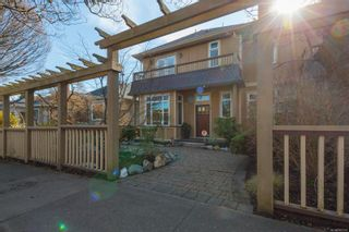 Photo 2: 2 209 Superior St in : Vi James Bay Row/Townhouse for sale (Victoria)  : MLS®# 869310