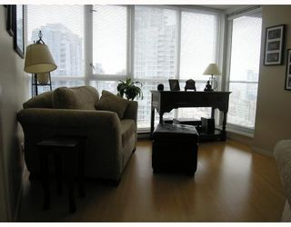 """Photo 3: 1907 1199 SEYMOUR Street in Vancouver: Downtown VW Condo for sale in """"BRAVA"""" (Vancouver West)  : MLS®# V742072"""