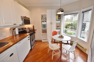 """Photo 16: 2669 W 10TH Avenue in Vancouver: Kitsilano Townhouse for sale in """"SIGNATURE COURT"""" (Vancouver West)  : MLS®# R2166556"""