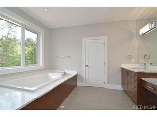 Photo 15: 111 Parsons Rd in VICTORIA: VR Six Mile House for sale (View Royal)  : MLS®# 684415