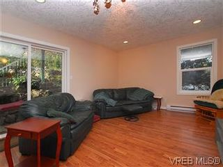 Photo 3: 3938 Wilkinson Rd in VICTORIA: SW Strawberry Vale House for sale (Saanich West)  : MLS®# 556826