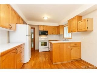 Photo 5: 1083 Joan Cres in VICTORIA: Vi Rockland House for sale (Victoria)  : MLS®# 710463