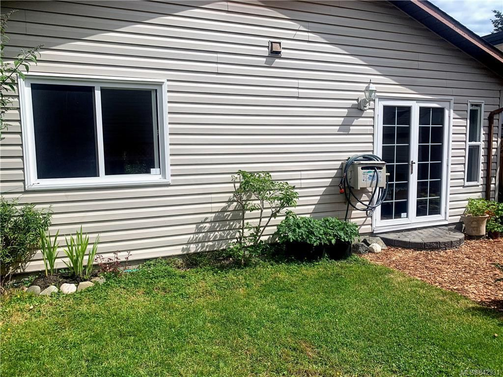Photo 23: Photos: 2147 Weiler Ave in Sidney: Si Sidney South-West Half Duplex for sale : MLS®# 842931