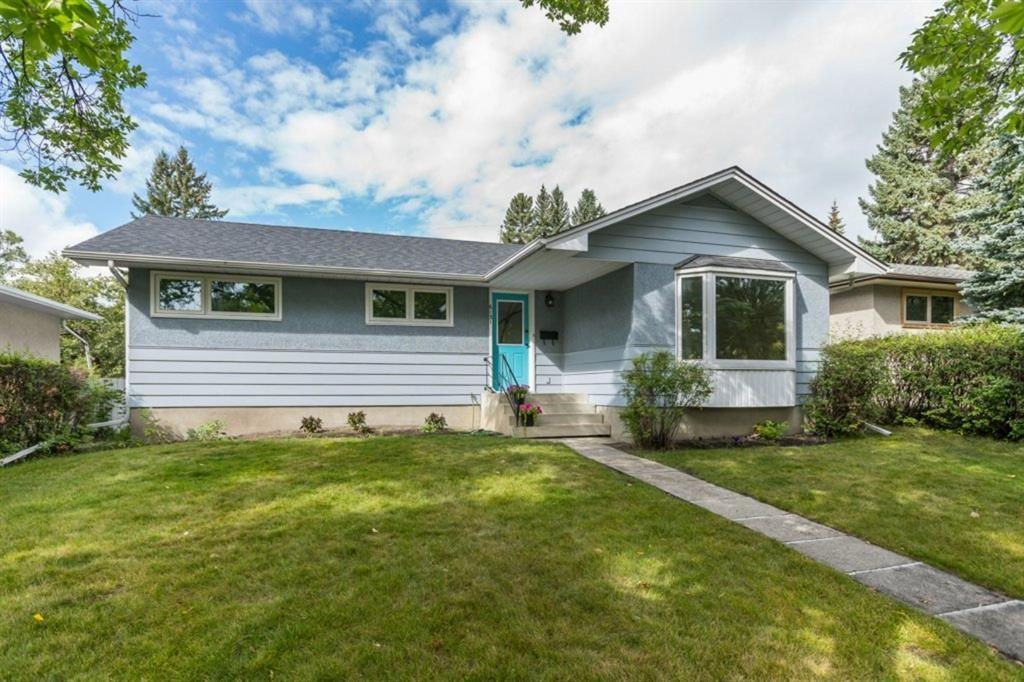 Main Photo: 6131 Lacombe Way SW in Calgary: Lakeview Detached for sale : MLS®# A1129548