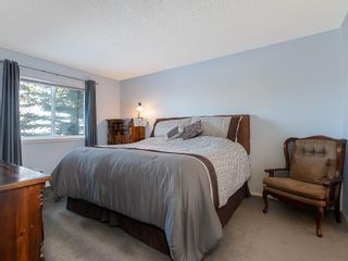 Photo 13: 12 140 STRATHAVEN Circle SW in Calgary: Strathcona Park Semi Detached for sale : MLS®# C4229318