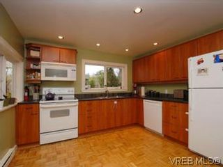 Photo 5: 843 Tulip Ave in VICTORIA: SW Marigold House for sale (Saanich West)  : MLS®# 554188
