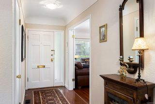 Photo 3: 720 Pemberton Rd in : Vi Rockland House for sale (Victoria)  : MLS®# 885951