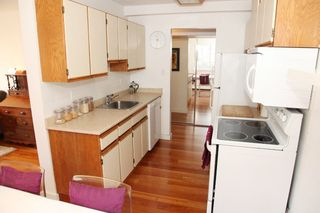 """Photo 7: 212 131 W 4TH Street in North Vancouver: Lower Lonsdale Condo for sale in """"Nottingham Place"""" : MLS®# R2239655"""
