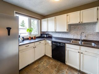 Photo 5: 20 23 Glamis Drive SW in Calgary: Glamorgan Row/Townhouse for sale : MLS®# A1108158