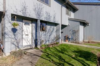 """Photo 2: 905 BRITTON Drive in Port Moody: North Shore Pt Moody Townhouse for sale in """"WOODSIDE VILLAGE"""" : MLS®# R2457346"""