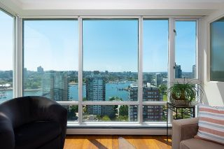 """Photo 4: 2701 1201 MARINASIDE Crescent in Vancouver: Yaletown Condo for sale in """"The Peninsula"""" (Vancouver West)  : MLS®# R2602027"""