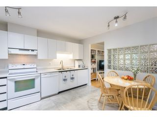 """Photo 4: 18 16016 82 Avenue in Surrey: Fleetwood Tynehead Townhouse for sale in """"Maple Court"""" : MLS®# R2497263"""