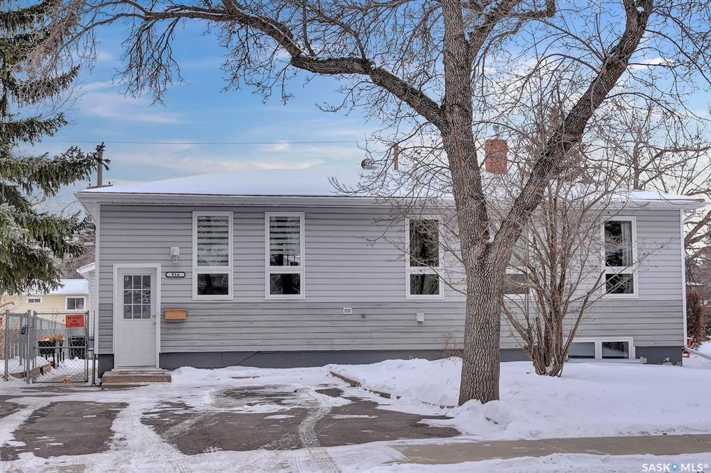 Main Photo: 916 Forget Street in Regina: Rosemont Residential for sale : MLS®# SK834361