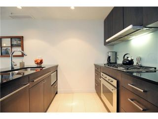 """Photo 3: 1473 HOWE Street in Vancouver: Yaletown Townhouse for sale in """"THE POMARIA"""" (Vancouver West)  : MLS®# V910329"""