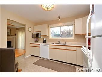 Photo 9: Photos: 3 10045 Fifth St in SIDNEY: Si Sidney North-East Row/Townhouse for sale (Sidney)  : MLS®# 595091
