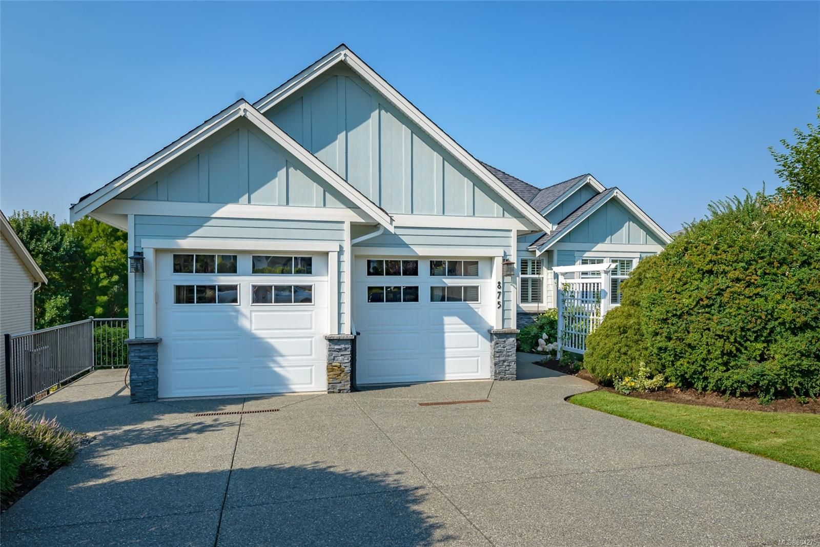 Main Photo: 875 View Ave in : CV Courtenay East House for sale (Comox Valley)  : MLS®# 884275
