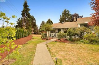 Photo 1: 1 4140 Interurban Rd in VICTORIA: SW Strawberry Vale Row/Townhouse for sale (Saanich West)  : MLS®# 824614