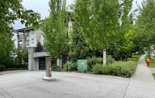 """Photo 2: 202 3082 DAYANEE SPRINGS Boulevard in Coquitlam: Westwood Plateau Condo for sale in """"The Lanterns"""" : MLS®# R2589726"""