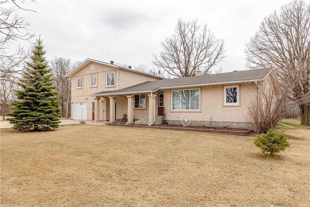 Main Photo: 300 ASPEN Drive in Blumenort: R16 Residential for sale : MLS®# 202109878