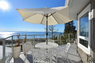 Photo 1: 1774 OCEAN BEACH ESPLANADE in Gibsons: Gibsons & Area House for sale (Sunshine Coast)  : MLS®# R2261367