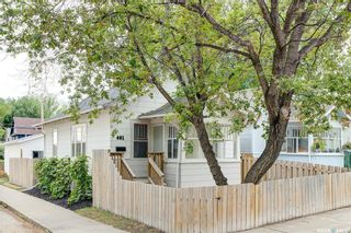 Photo 1: 401 25th Street West in Saskatoon: Caswell Hill Residential for sale : MLS®# SK870173