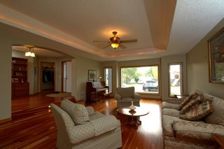 Photo 5: 2018 56 Avenue SW in Calgary: North Glenmore Park Detached for sale : MLS®# A1153121