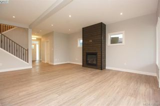 Photo 7: 1037 Sandalwood Crt in VICTORIA: La Luxton House for sale (Langford)  : MLS®# 827604