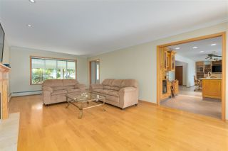 """Photo 17: 14528 SATURNA Drive: White Rock House for sale in """"Upper West White Rock"""" (South Surrey White Rock)  : MLS®# R2483571"""