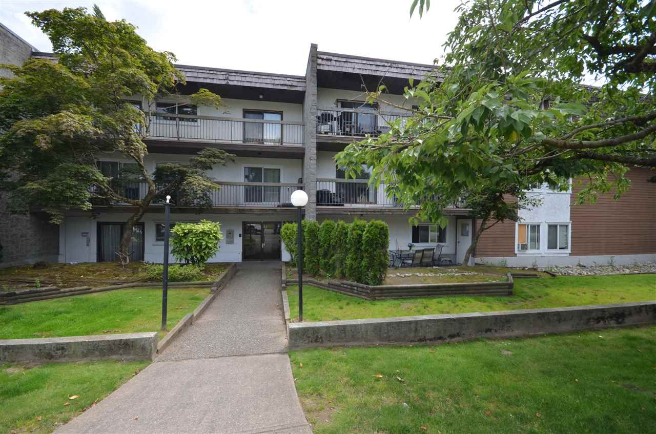 """Main Photo: 208 33850 FERN Street in Abbotsford: Central Abbotsford Condo for sale in """"Fernwood Manor"""" : MLS®# R2476196"""