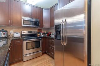 Photo 10: 403 611 Goldstream Ave in VICTORIA: La Fairway Condo for sale (Langford)  : MLS®# 833442