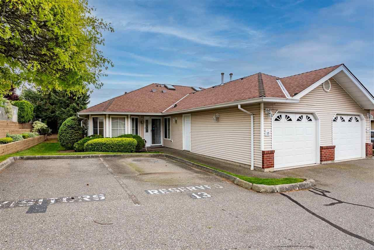 """Main Photo: 13 2006 WINFIELD Drive in Abbotsford: Abbotsford East Townhouse for sale in """"Ascott Hills II"""" : MLS®# R2578757"""