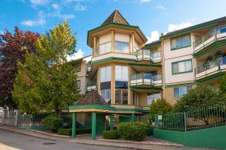 Photo 1: 204 20140 56 AVENUE in Langley: Langley City Condo for sale : MLS®# R2413316