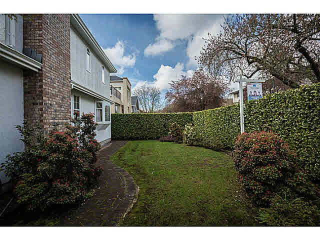 """Photo 3: Photos: 5825 MAPLE Street in Vancouver: Kerrisdale House for sale in """"KERRISDALE"""" (Vancouver West)  : MLS®# V1113298"""