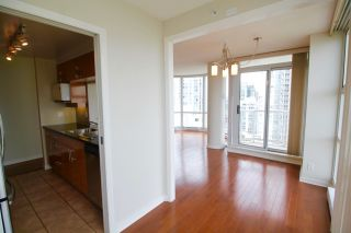 """Photo 8: 2006 1077 MARINASIDE Crescent in Vancouver: Yaletown Condo for sale in """"MARINASIDE RESORT"""" (Vancouver West)  : MLS®# R2074726"""