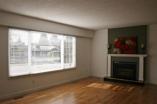 Photo 3: 1806 156 STREET in South Surrey White Rock: Home for sale : MLS®# R2126320