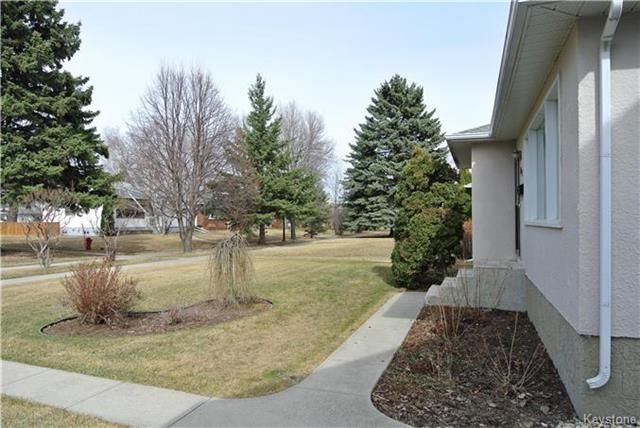 Photo 2: Photos: 410 Cabana Place in Winnipeg: Residential for sale (2A)  : MLS®# 1810085
