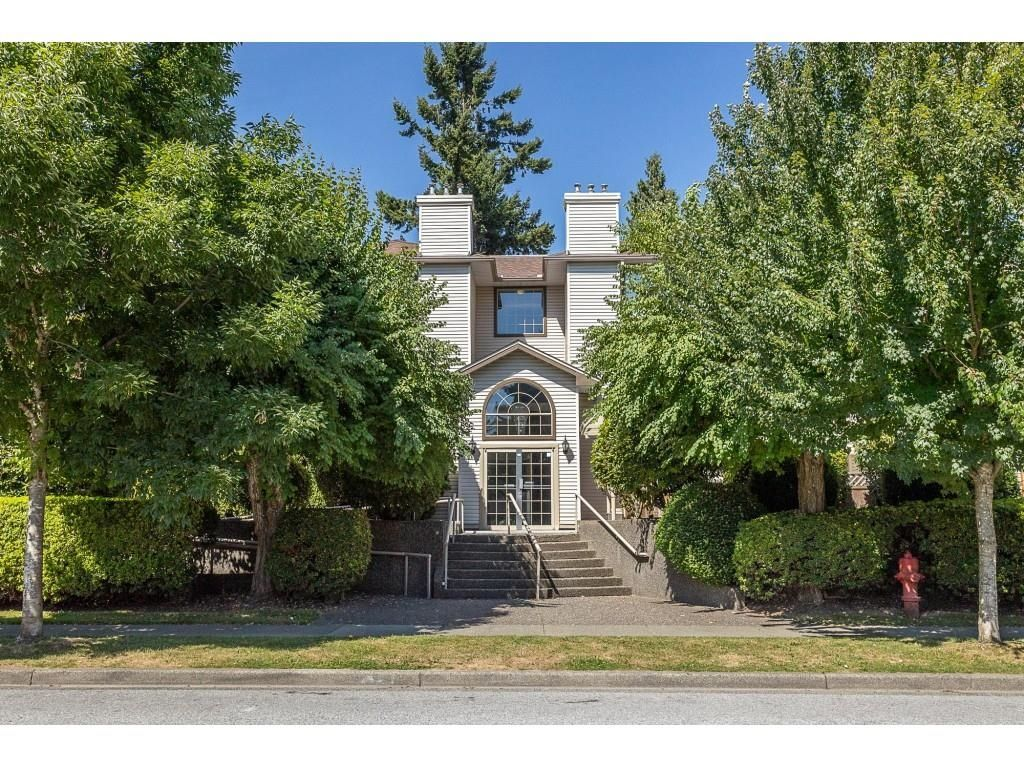 """Main Photo: 102 1955 SUFFOLK Avenue in Port Coquitlam: Glenwood PQ Condo for sale in """"OXFORD PLACE"""" : MLS®# R2608903"""