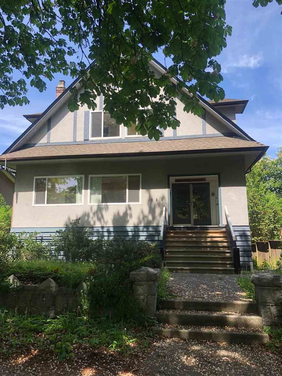 Main Photo: 233 W 15TH Avenue in Vancouver: Mount Pleasant VW House for sale (Vancouver West)  : MLS®# R2370312