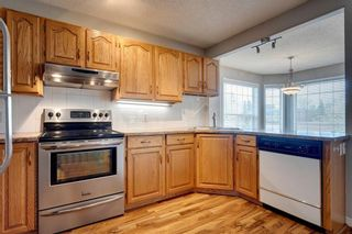 Photo 10: 33 SILVERGROVE Close NW in Calgary: Silver Springs Row/Townhouse for sale : MLS®# C4300784