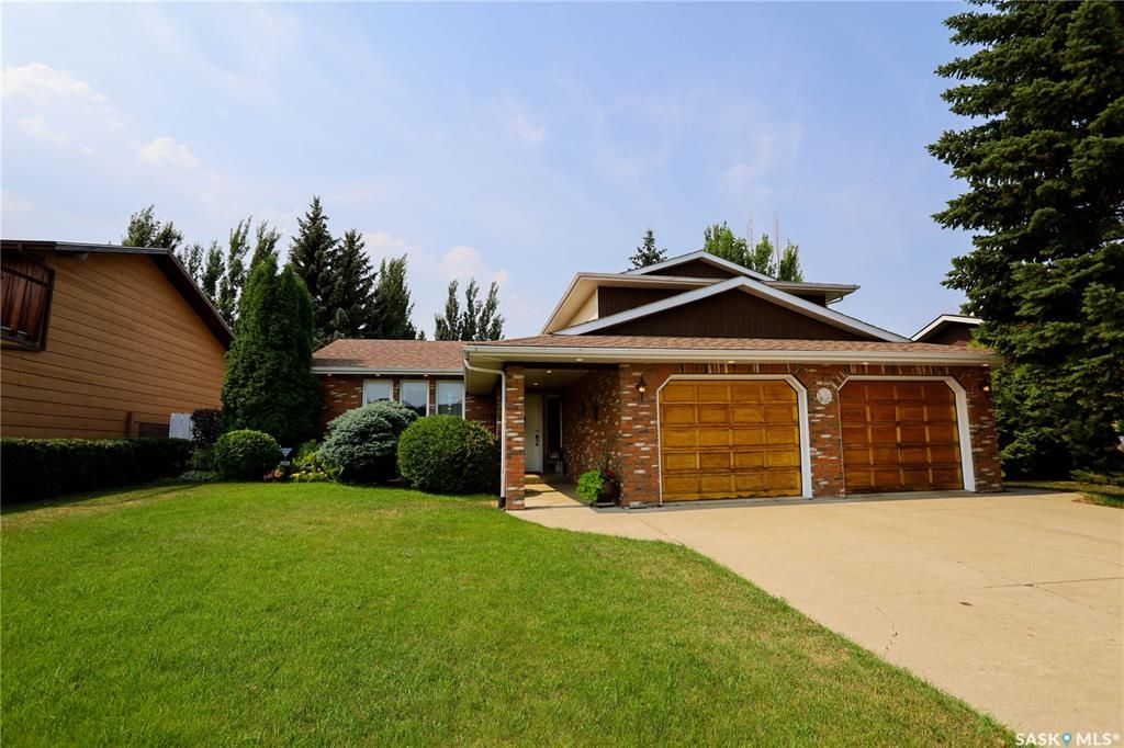 Main Photo: 211 Riverbend Crescent in Battleford: Residential for sale : MLS®# SK864320
